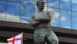 wih-bobby-moore-statue